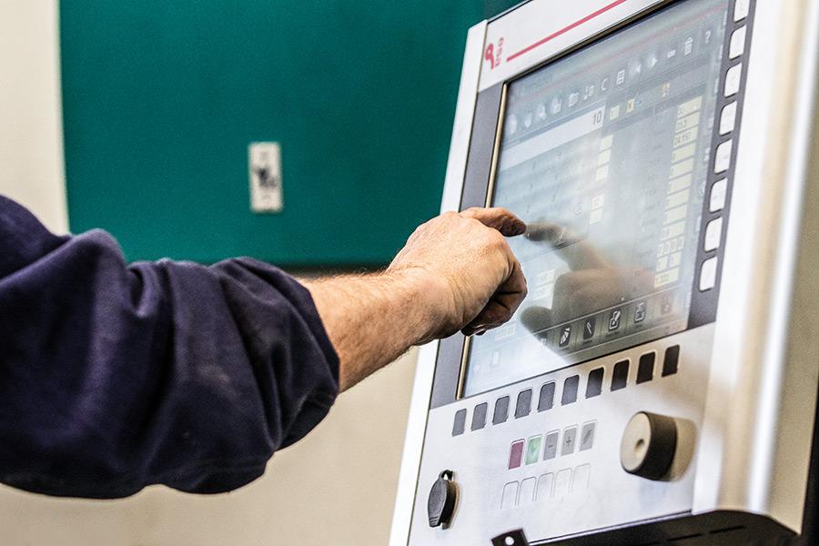 Lavorazione con macchinari