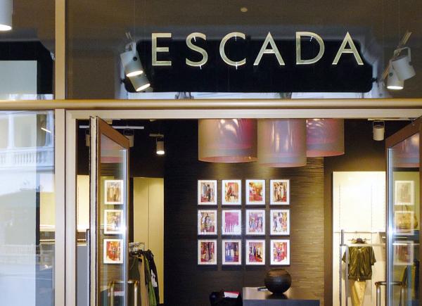 arredo-negozi-ESCADA