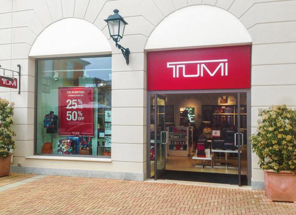arredo-negozi-TUMI